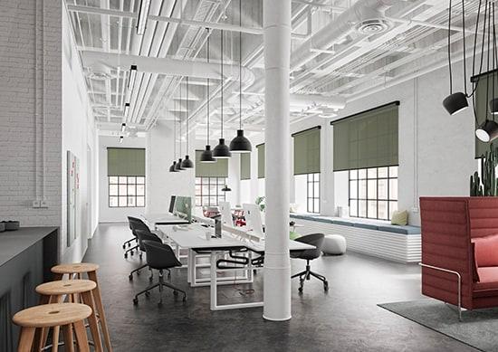 Die Rollos bringen Farbe ins Office und erfüllen nebenbei wichtige Funktionen wie Blendschutz oder Wärmedämmung.